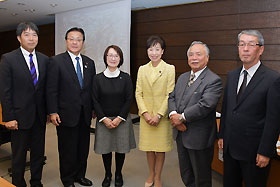 西間先生、海老澤先生、お2人の国会議員とも懇談した
