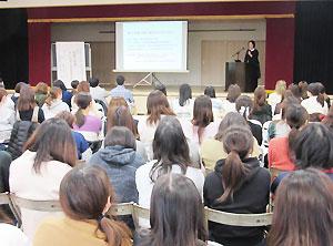 150人近くが参加した横浜市幼稚園協会泉支部の教育研修大会