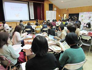100人を超える当事者、行政職員などが参加した講演会