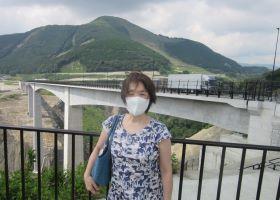 訪問では熊本地震で崩落した橋に代わり建設、今年3月に開通した「新阿蘇大橋」も通過した