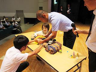 各地で行われている教職員の研修会(写真は平成28年8月、宮城県石巻市)