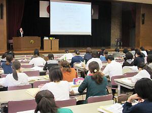 県、保育協会、「母の会」が共催した研修会
